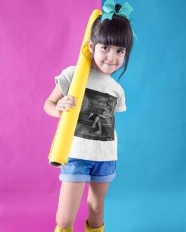 Camiseta Menina Estudando Infantil